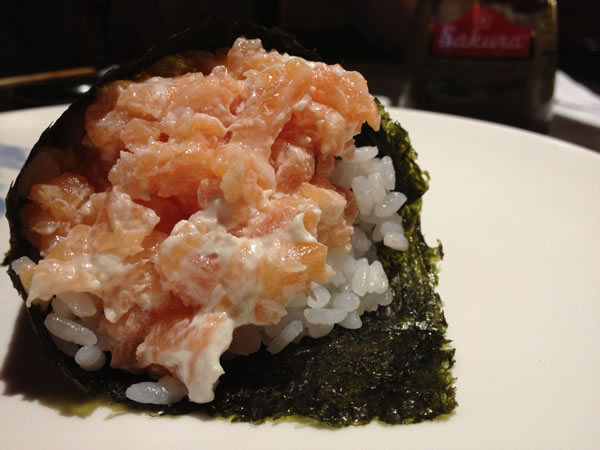 Temaki de salmão e cream cheese