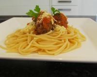 KitchenLog – Macarrão ao molho com almôndegas.