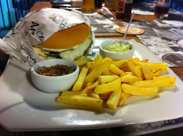 Sanduíche Florida (160g de carne de Fraldinha) + batatas fritas