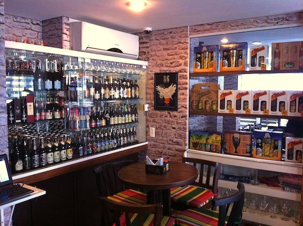 Mais de 140 rótulos de cervejas especiais nacionais e importadas