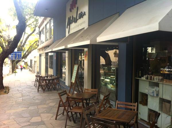 Media Luna Café
