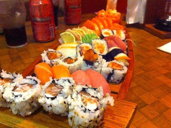 Sushis, sashimis e nigirisuzhis variados