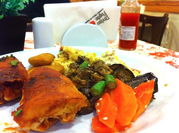 Frango à Ouro Preto, frango com quiabo e salpicão de frango