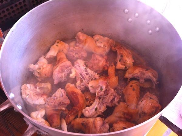 Dourando a galinha caipira