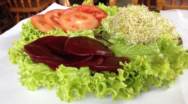 Saladinha de entrada: simples e saborosa