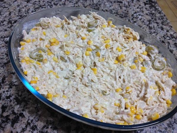No refratário cubra com batata palha e leve ao forno por 30 minutos