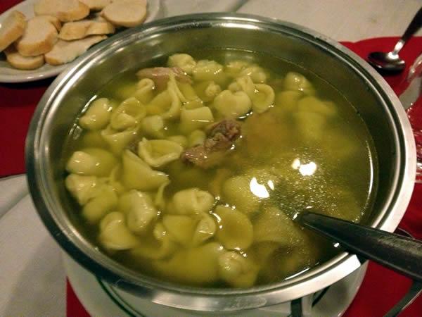 galeto-mamma-sopa-capeletti