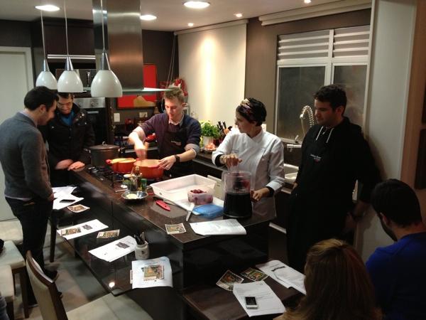 Chef Jordan Franzen (Risotteria Suprema) botando a mão na massa