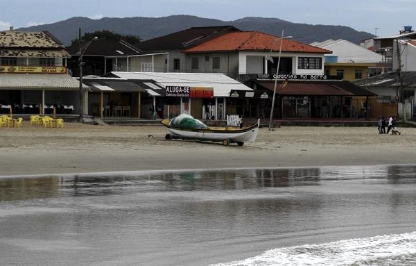 Barco Saragaço I aguardando a tainha chegar