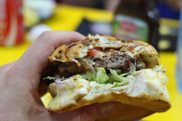 hamburgueria-sao-jose-hamburguer-mordido