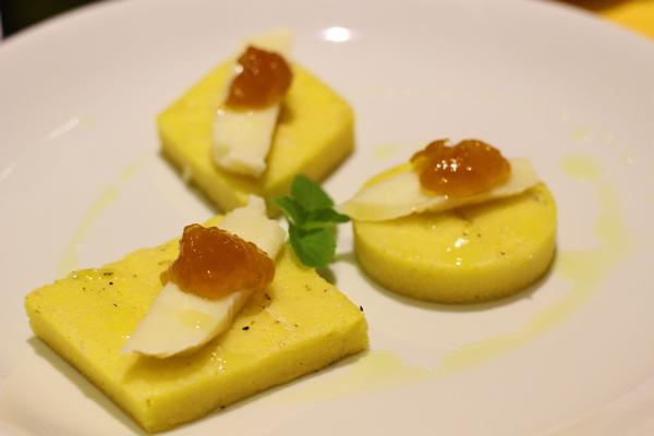 oro-giallo-polenteria-entrada-queijo-damascos