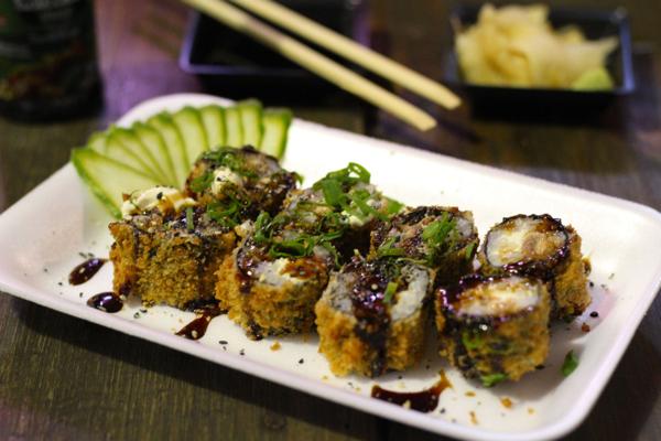 yakisoba-sushi-hotroll